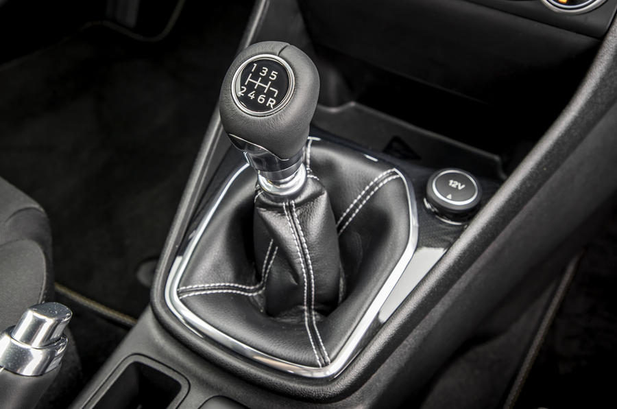 Ford Fiesta Active 2018 review gearstick