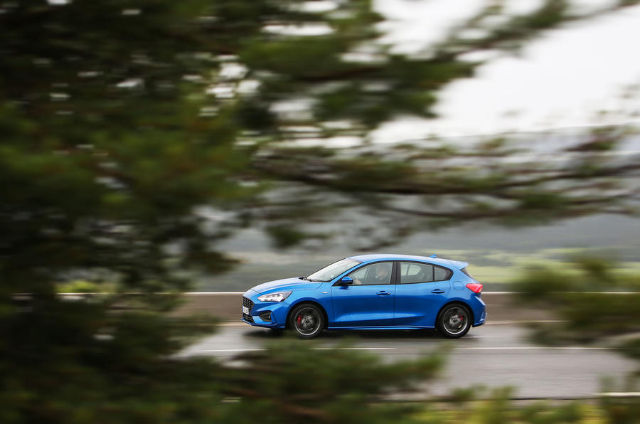 Ford Focus 2018 first drive review on the road side