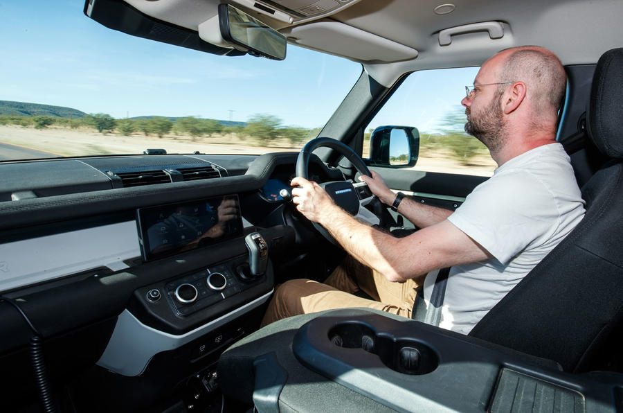 Land Rover Defender 110 S 2020 : premier bilan de conduite - Matt Prior driving