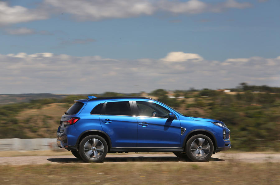 Mitsubishi ASX 2019 first drive review - on the road side