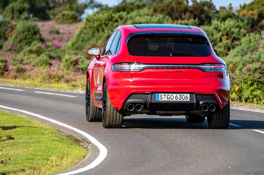 21 Porsche Macan GTS 2021 UE LHD premier essai en courbe arrière