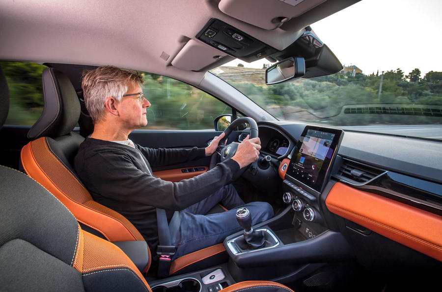 Renault Captur 2019 first drive review - Richard Bremner driving
