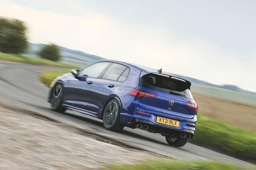 21 Volkswagen Golf R performance pack 2021 UE FD à l'arrière de la route