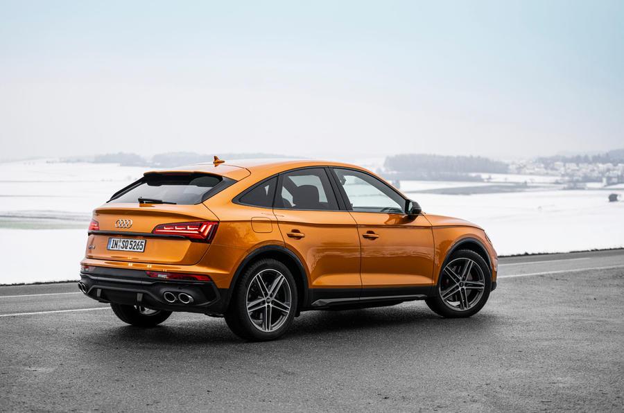 22 Audi SQ5 2021 : premier examen de la conduite statique arrière