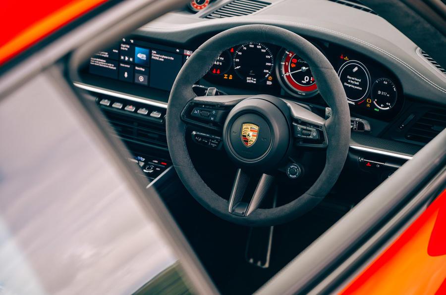 Porsche 911 - interior