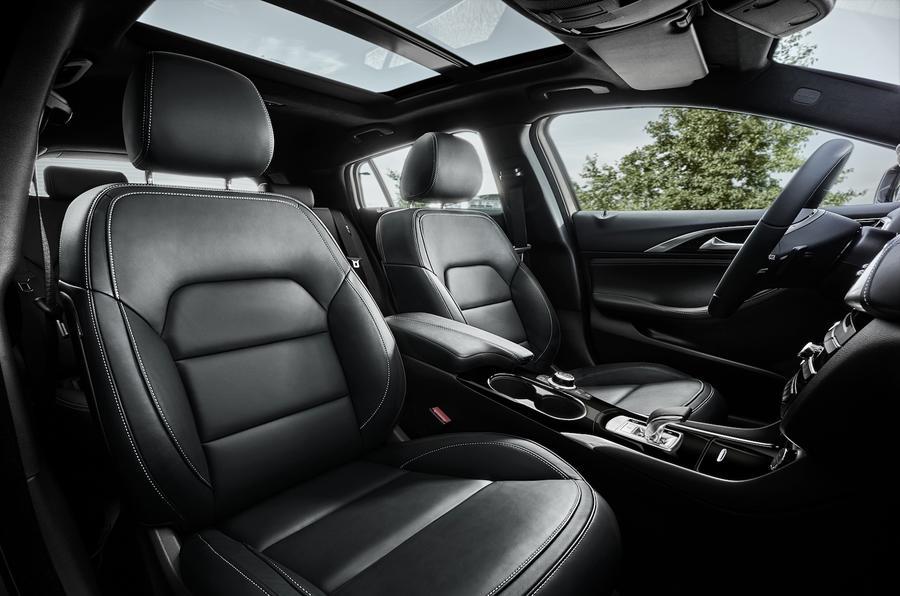 Infiniti Q30 front seats