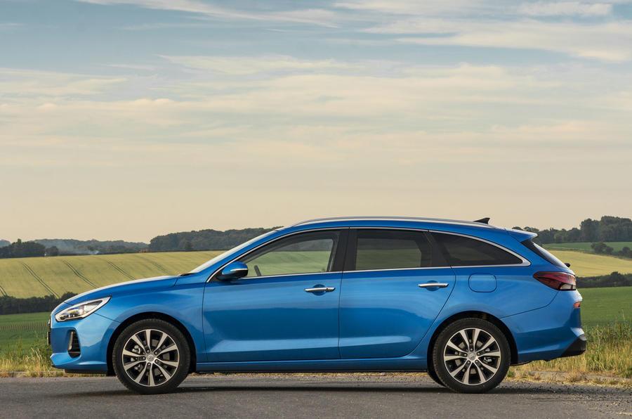 Hyundai i30 Tourer side profile