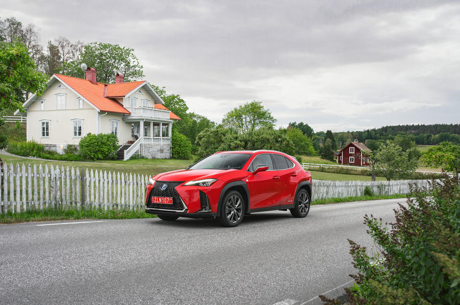 Lexus UX 250h F Sport 2018 first drive review static front