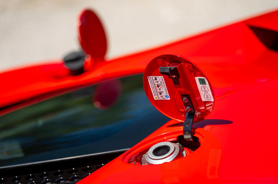 Ferrari SF90 Stradale - fuel tank