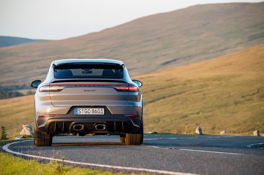 25 Porsche Cayenne Turbo GT 2021 UE FD sur route arrière