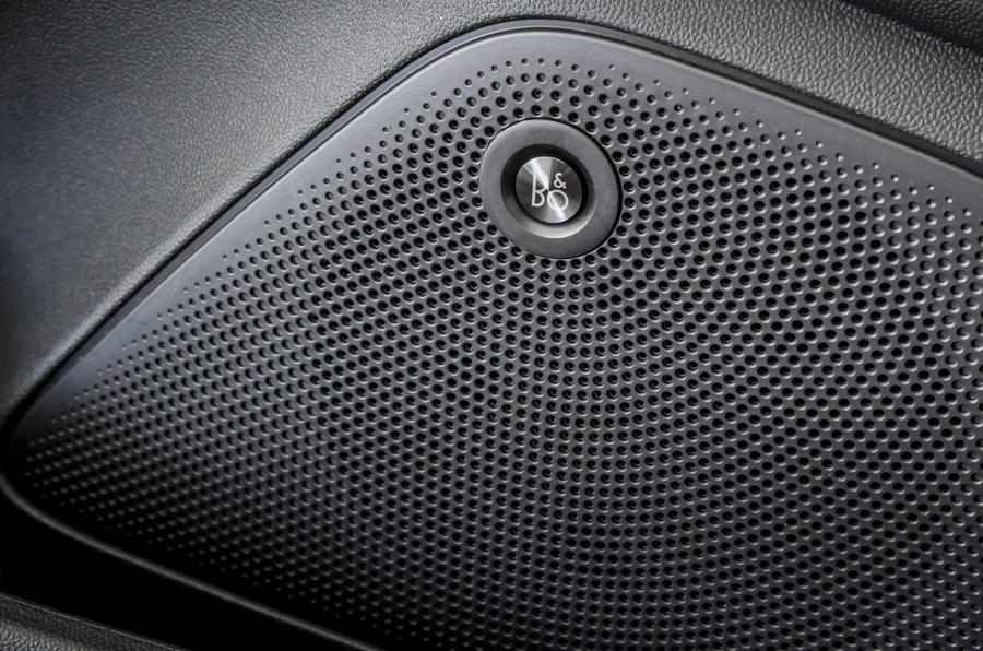 Ford Fiesta Active 2018 review speakers