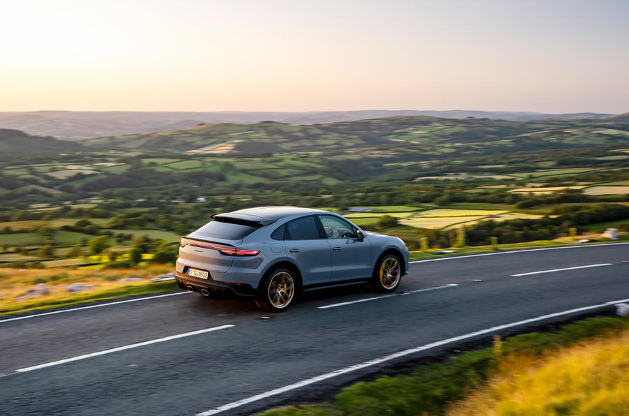 27 Porsche Cayenne Turbo GT 2021 UE FD panoramique arrière