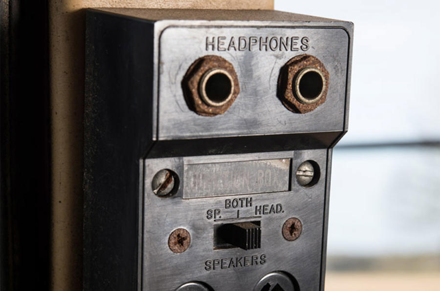 Dual headphone circuit