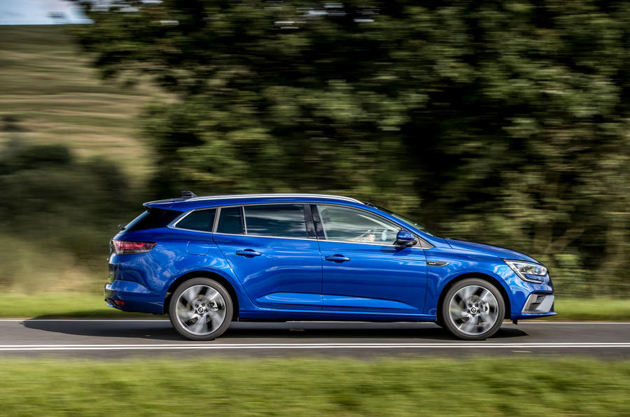 Renault Megane Sport Tourer E-Tech PHEV 2020 first drive review - tracking side