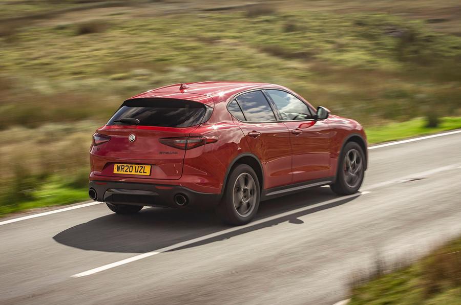Alfa Romeo Stelvio Sprint 2020 : premier bilan de conduite au Royaume-Uni - le héros à l'arrière