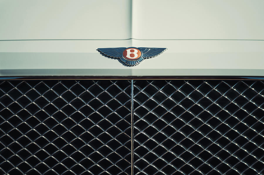 Bentley Bentayga hybrid 2019 first drive review - bonnet badge