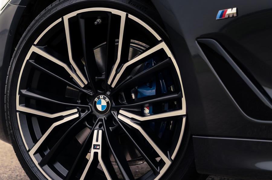 3 BMW Série 5 Touring 530d 2021 UE FD roues en alliage