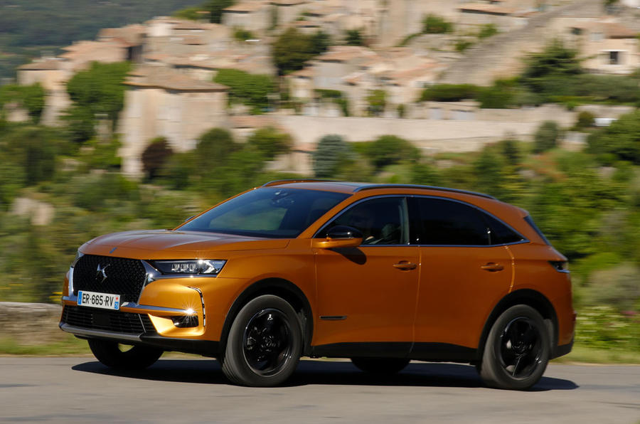 DS 7 Crossback PureTech 225 2018 review on the road side