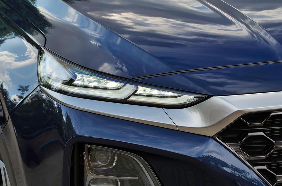 Hyundai Santa Fe Premium Se 4wd 2018 Uk Review Autocar