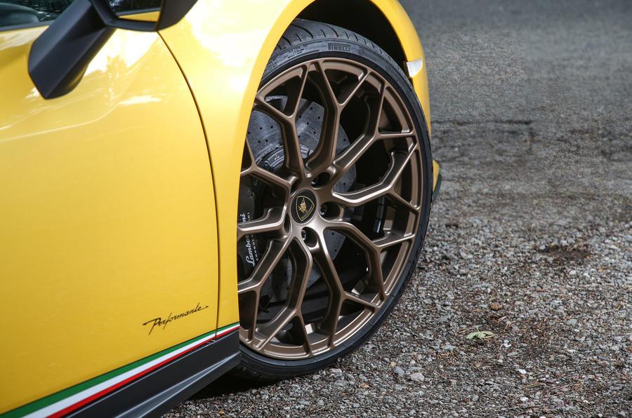 Lamborghini Huracan Performante Spyder 2018 UK review alloy wheels