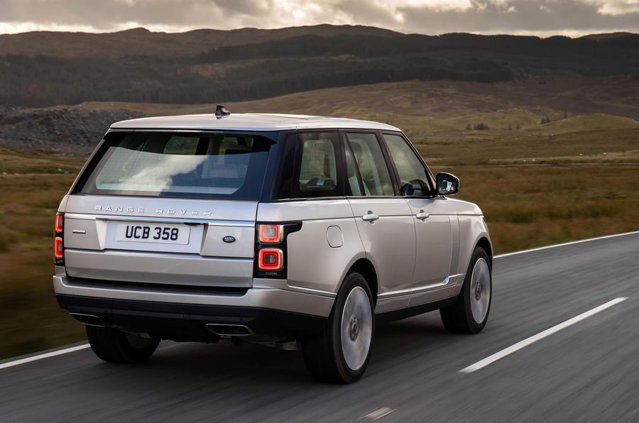 Land Rover Range Rover D300 2020 : premier bilan de conduite au Royaume-Uni - héros à l'arrière