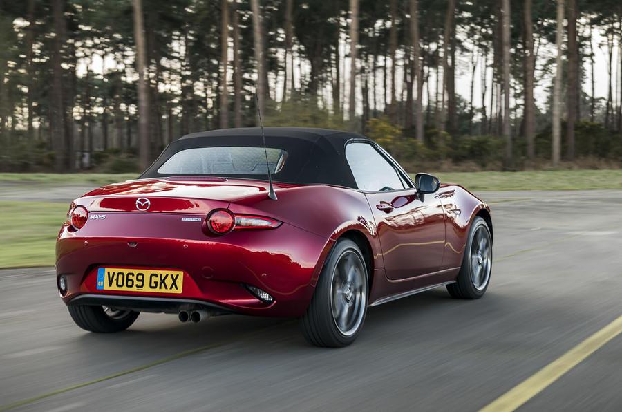 Mazda MX-5 2.0 Sport Tech 2020 : premier bilan de conduite au Royaume-Uni - le héros à l'arrière