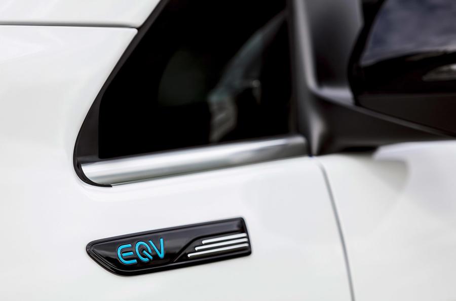 3 Mercedes Benz EQV 2021 LHD - essai routier - décalcomanie latérale