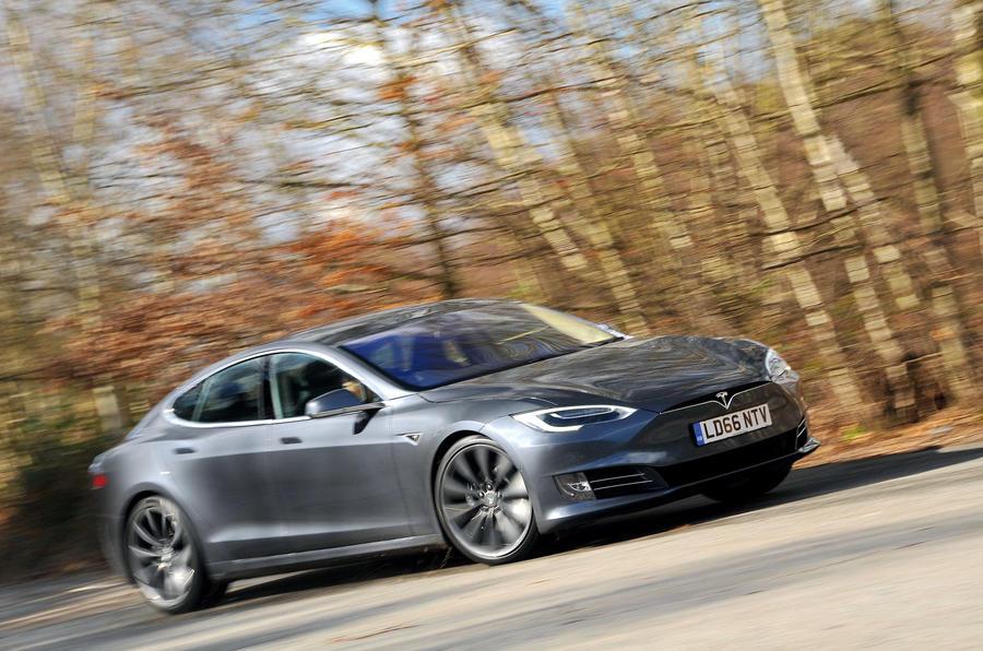 Tesla Model S - tracking side