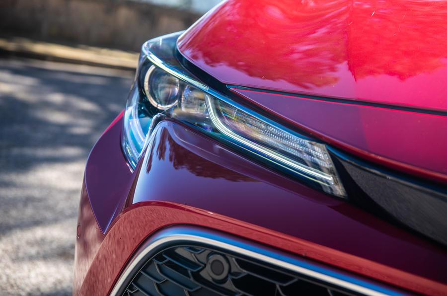 Toyota Corolla hybrid hatchback 2019 đánh giá ổ đĩa đầu tiên - đèn pha