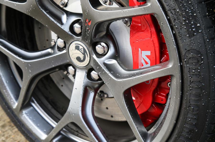 vVauxhall VXR8 - brake calipers