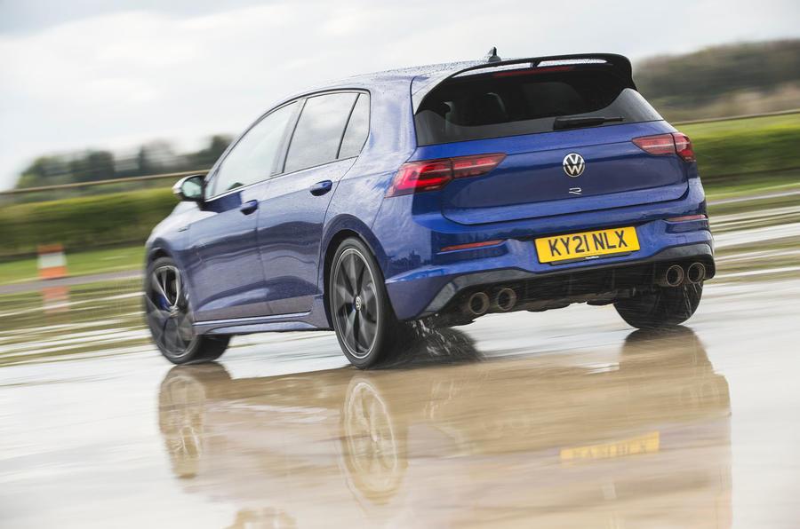 3 Volkswagen Golf R performance pack 2021 UE FD hero arrière