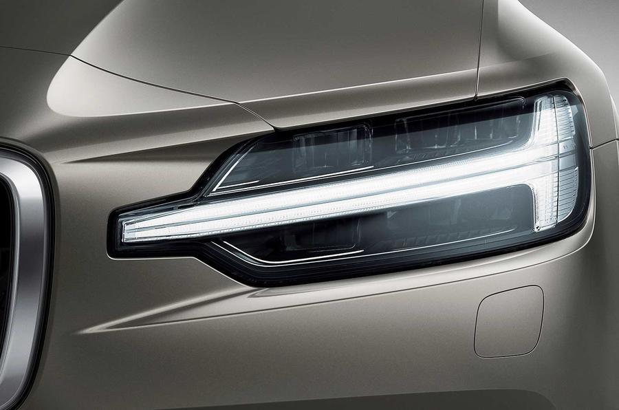 Volvo V60 2018 review headlights