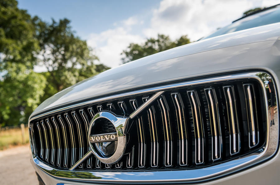 Volvo V60 D4 Inscription 2018 UK first drive review grille