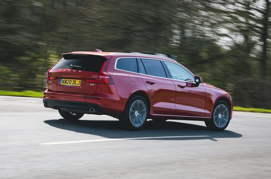 3 Volvo V60 B3 Momentum 2021 UE : essai de premier essai, arrière du héros