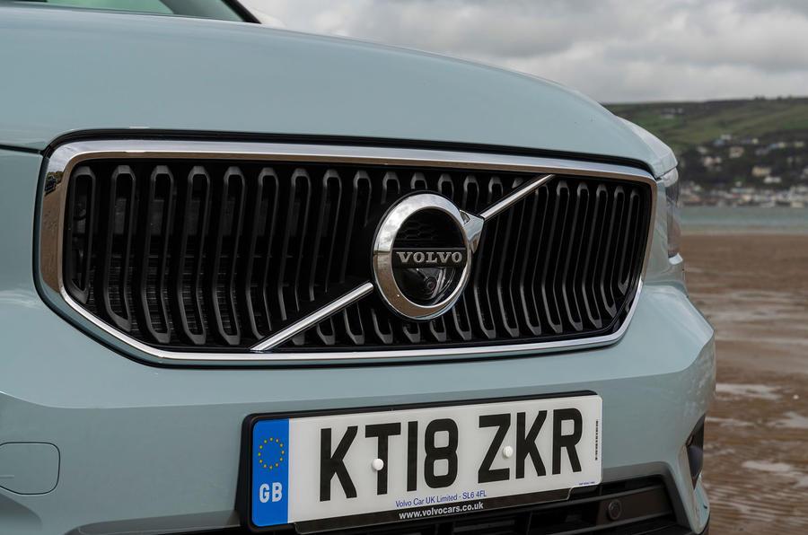 volvo-xc40-2018-uk-fd-grille