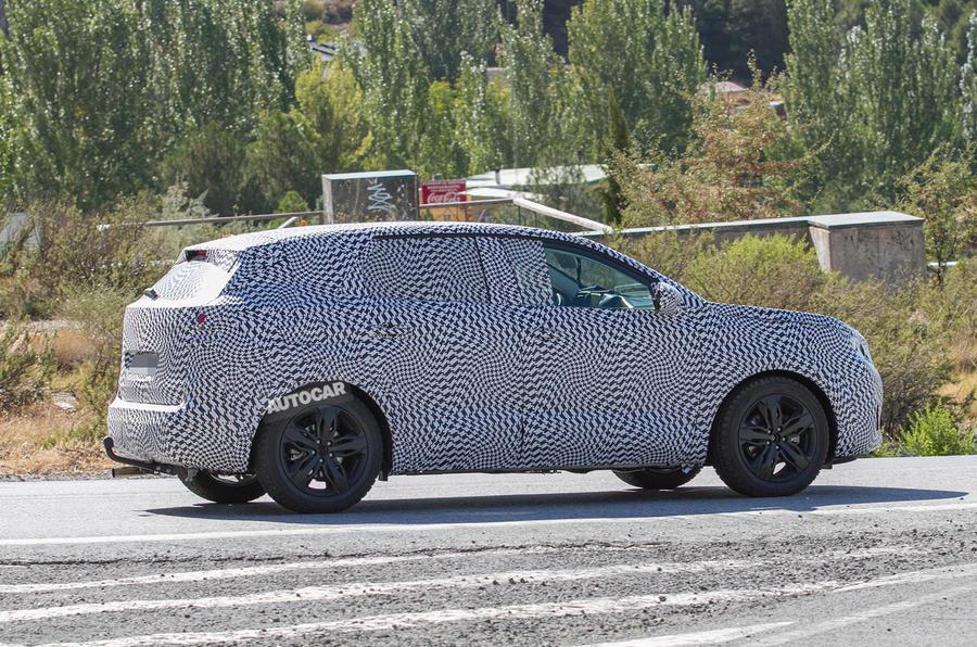 Peugeot 3008 spy shots testing