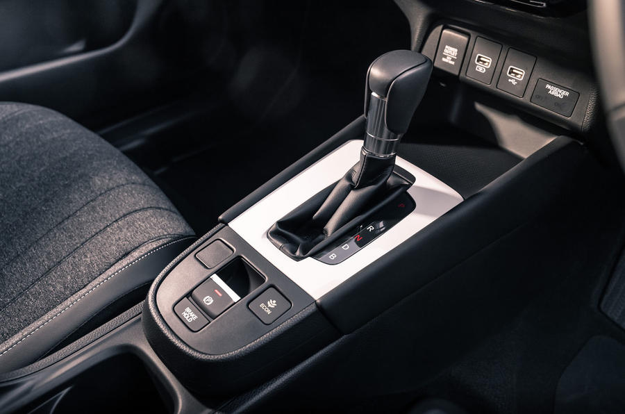 2020 Honda Jazz review - gearstick