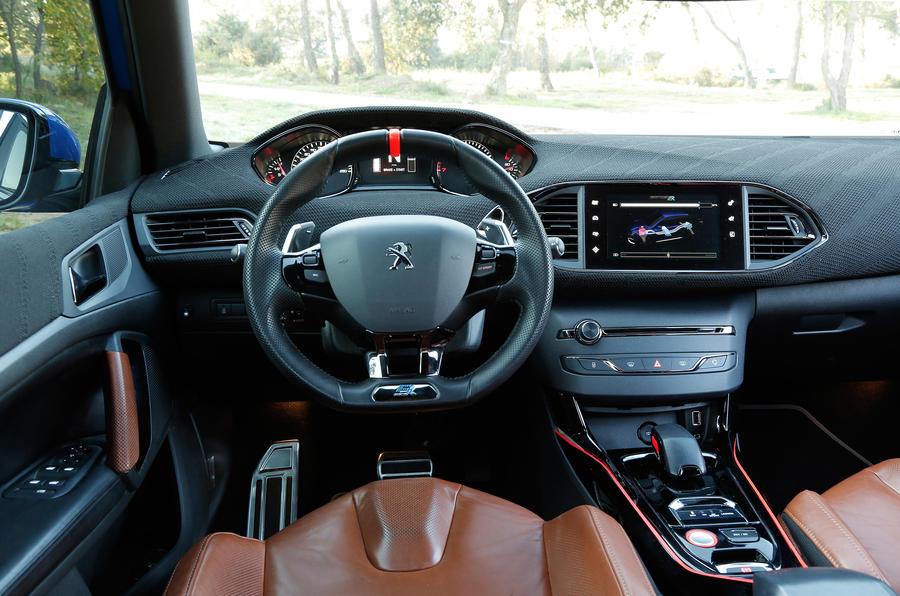 Peugeot 308 R Hybrid dashboard