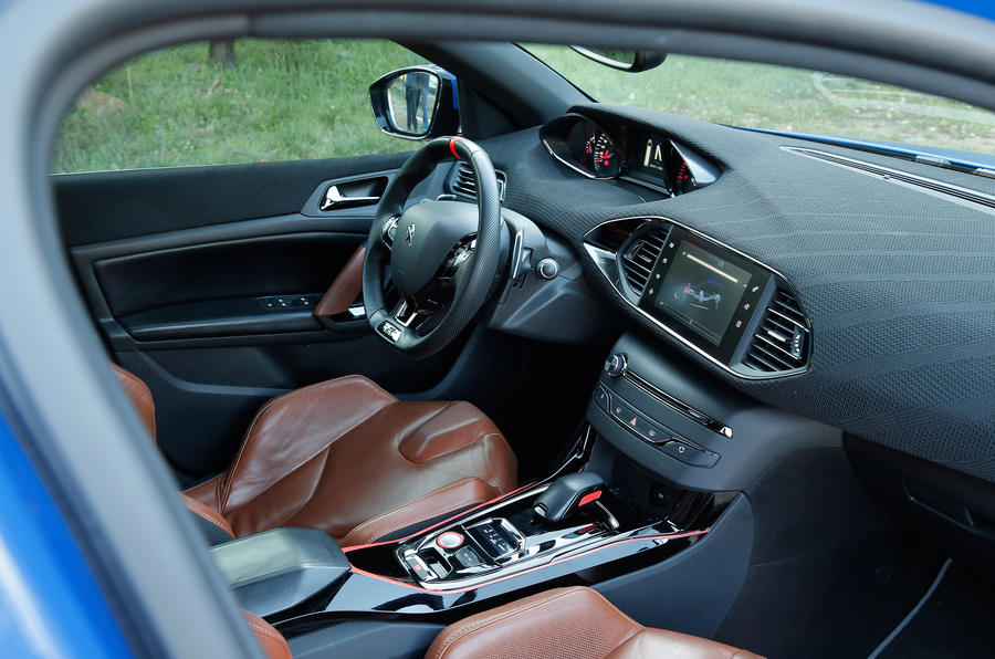 Peugeot 308 r hybrid review review autocar for Interior peugeot 308