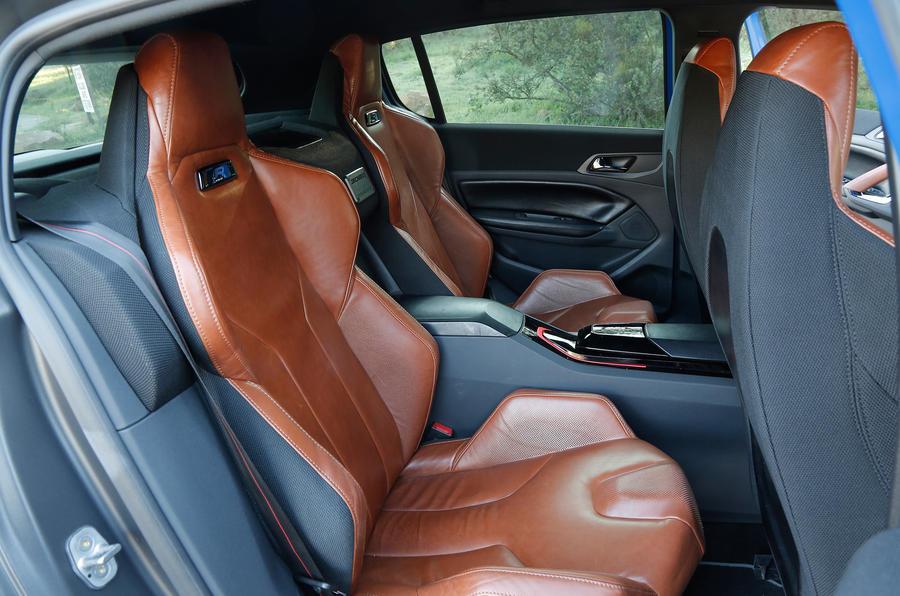 Peugeot 308 R Hybrid rear seats