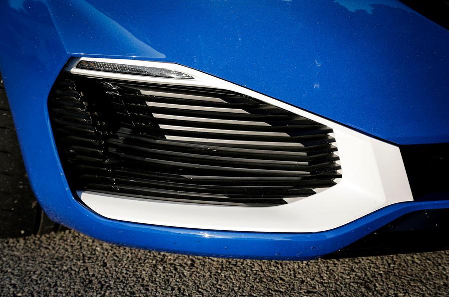 Peugeot 308 R Hybrid intakes