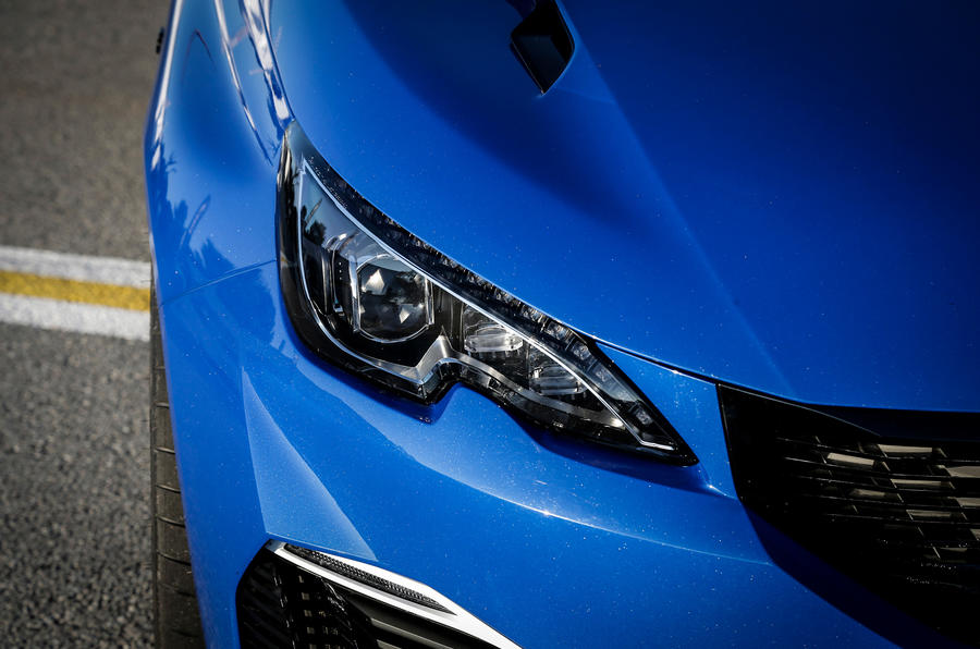 Peugeot 308 R Hybrid LED headlights