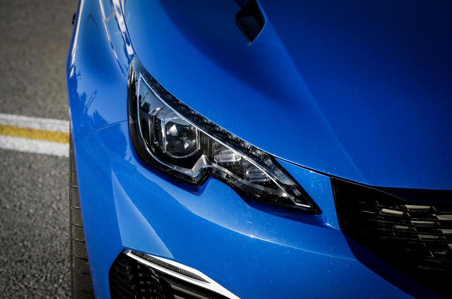 Peugeot 308 R Hybrid LED headlights