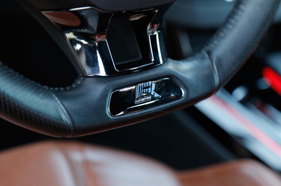 Pegueot 308 R Hybrid badging