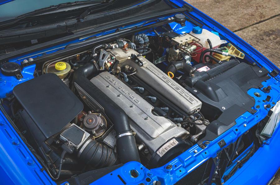 Audi RS2 - engine