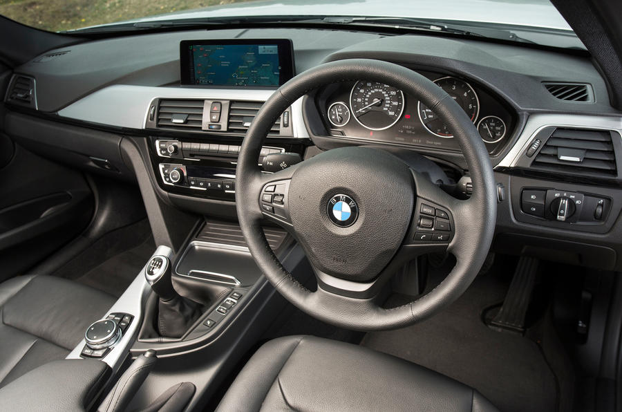 BMW 318i Sport dashboard