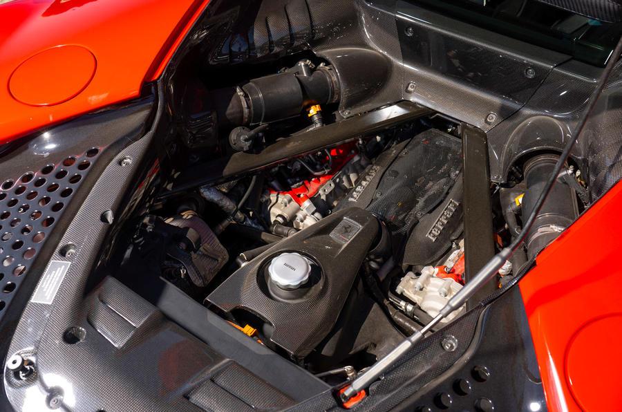 Ferrari SF90 Stradale - engine