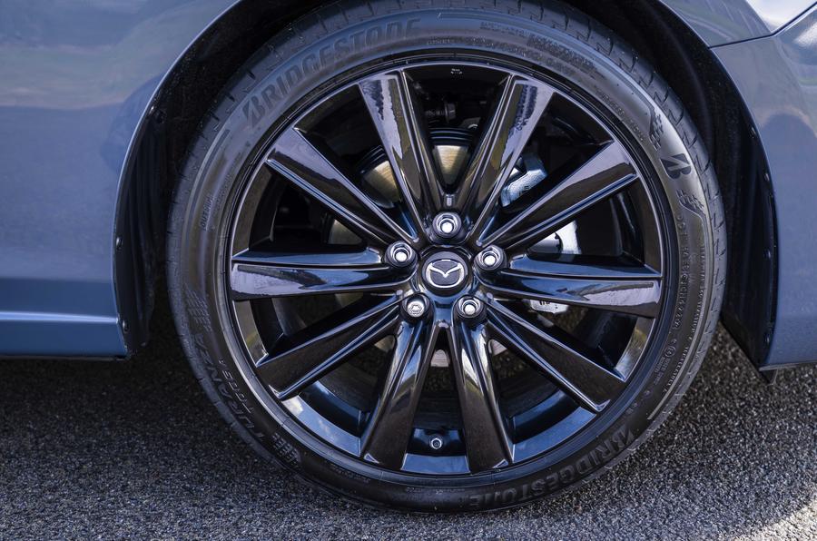 3 Mazda 6 Kuro roue