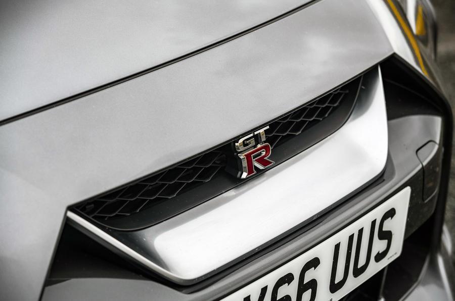 Nissan GT-R 2017 - badge
