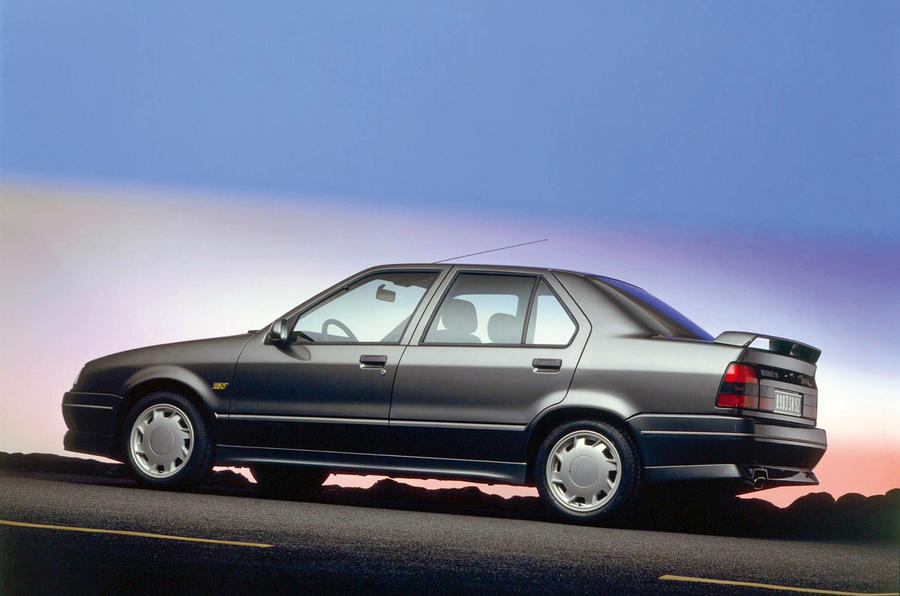 Renault 19 Chamade 16V 1990 - stationary side